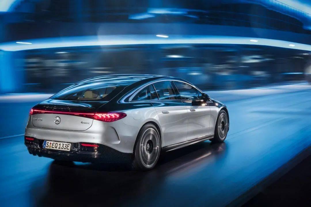 【正式发表亮相】首款EVA纯电平台打造、续航力达770km!Mercedes-Benz EQS 电能旗舰正式发表_设计