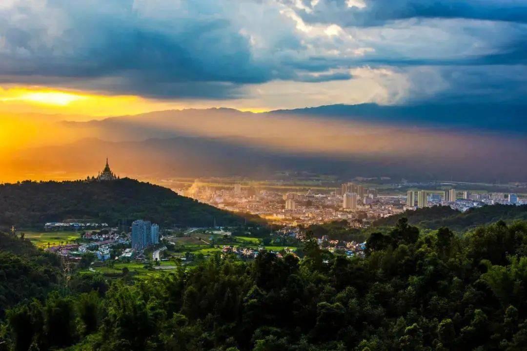 """云南 ·""""村""""光正好丨这个名字只有一个字的城市实在太好玩"""