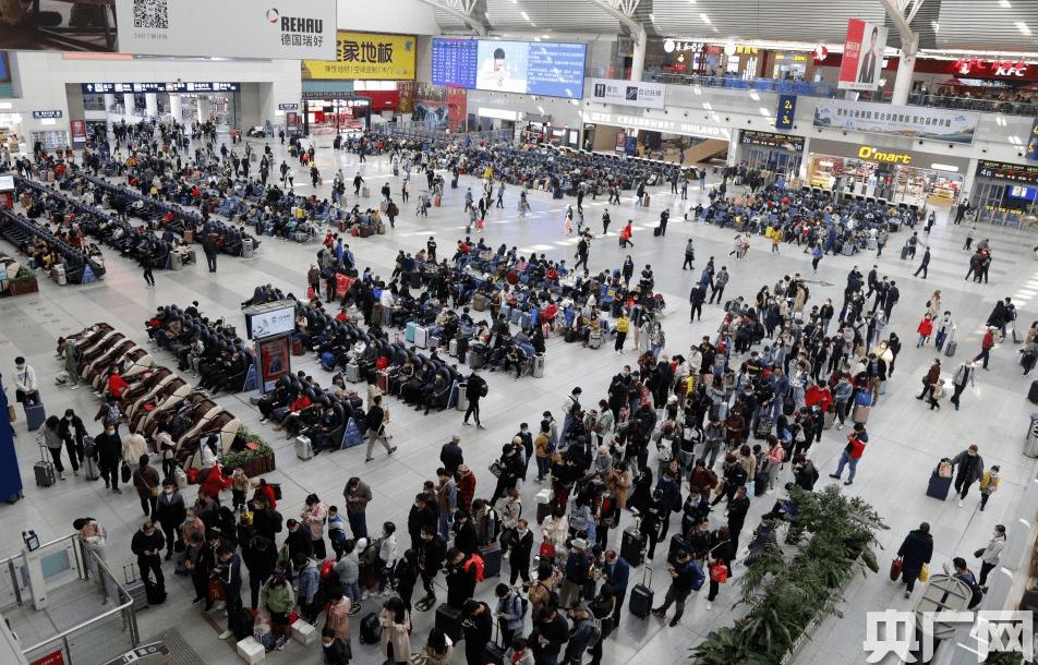 """高速路秒变""""停车场"""",机场罕见爆满!更有超1800万人坐火车...这些板块要大爆发?"""