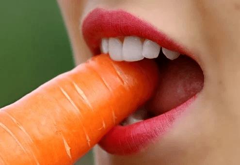 吃饭时总咬到舌头,是想吃肉吗?