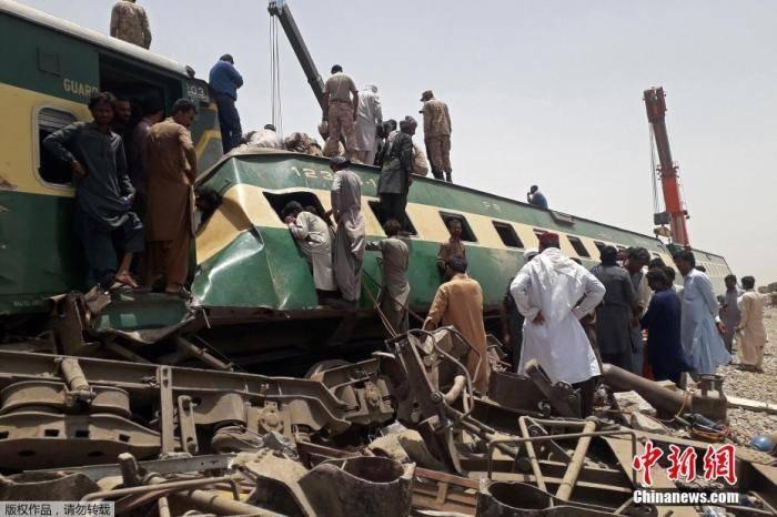 鸿图2注册巴基斯坦火车相撞致上百人死伤 涉事司机称曾试图急刹车(图1)