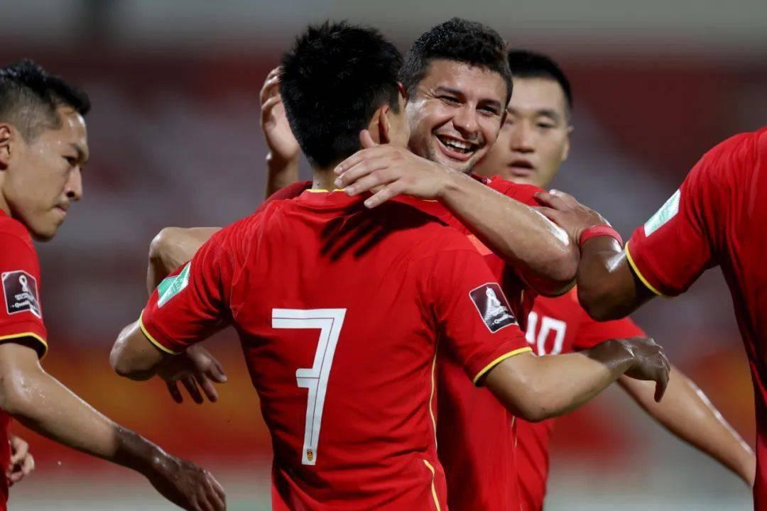 【足球专栏】世界杯预选赛40强赛 国足2比0击败菲律宾队