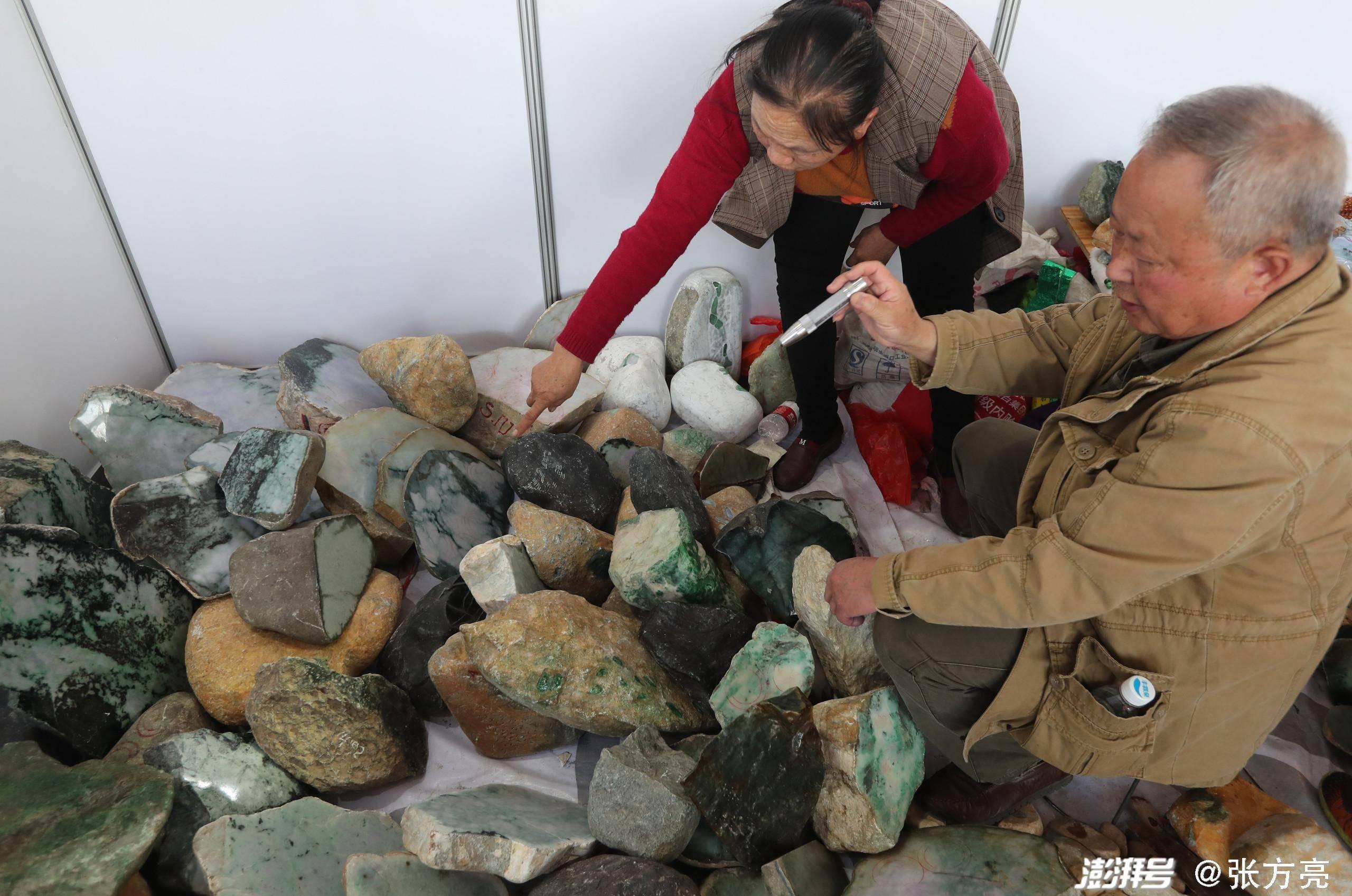 """疯狂的石头:云南瑞丽""""赌石""""史"""