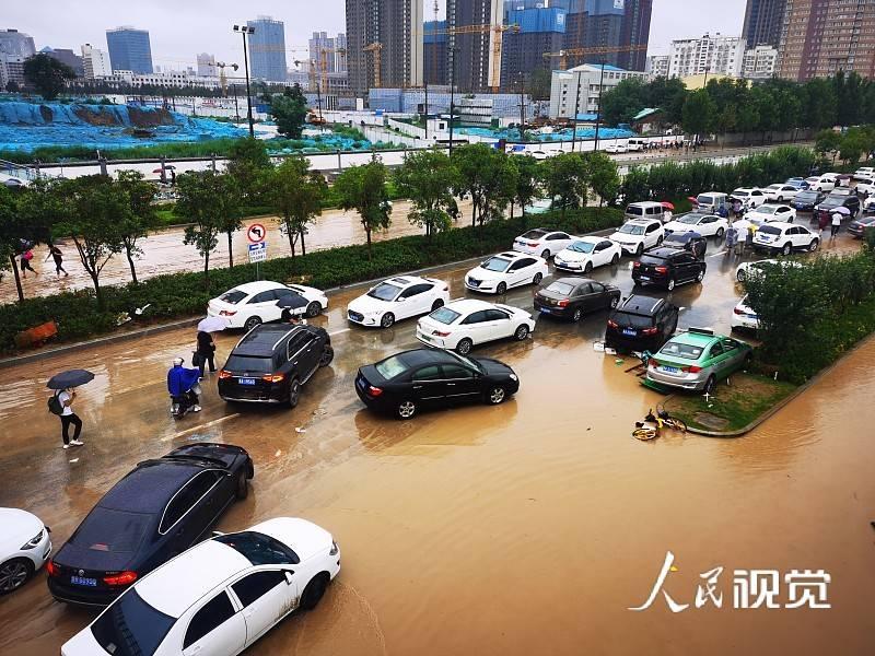 郑州全市受灾人口3.6万人,已统筹救援队伍305支