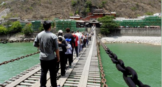 中秋小长假,泸定县文化旅游市场安定有序