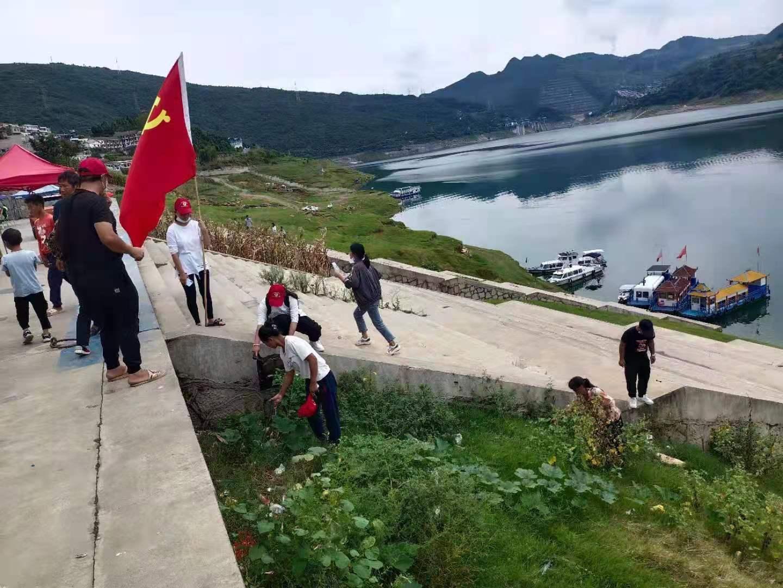 黔西市五里乡:巡河护河,青少年志愿者在行动