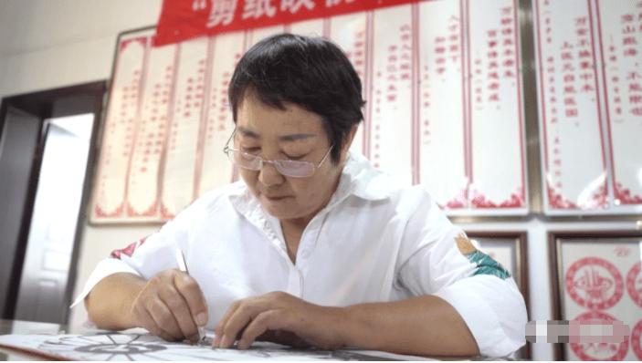 金方街道晓塘社区袁继芬:醉心剪纸,悉心传承