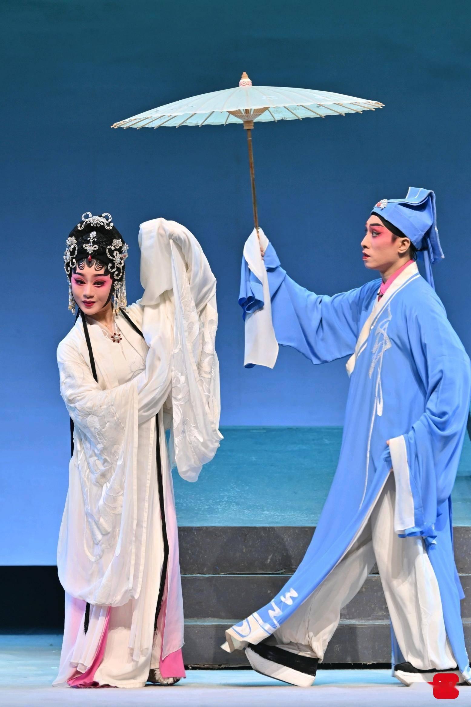 粤剧《白蛇传·情》舞台版比电影版好看!文创产品上海卖断货
